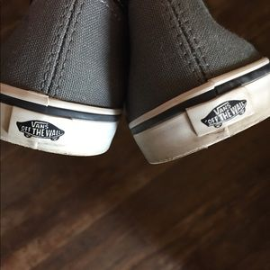 Vans Shoes - Vans 4.5 gray black shoe skater needs laces b7121fa13